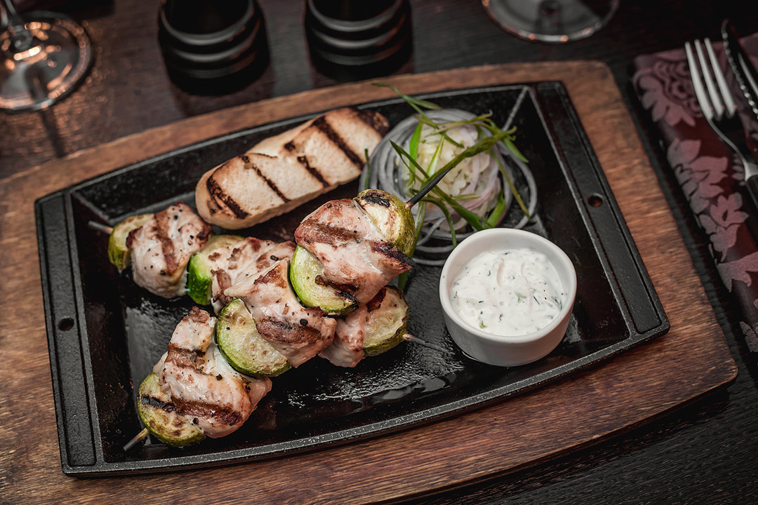 Шашлычки из цыпленка с кабачками