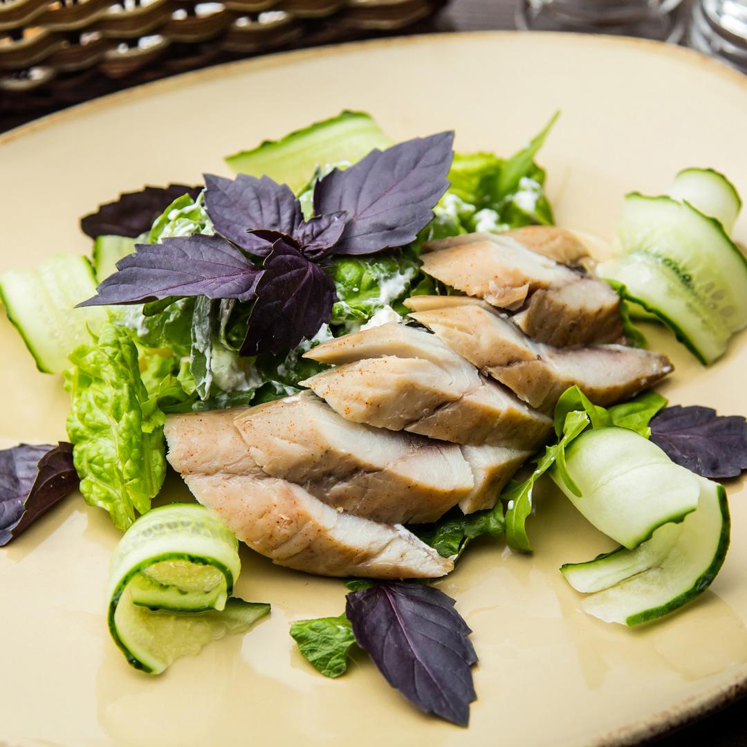 Салат с макрелью