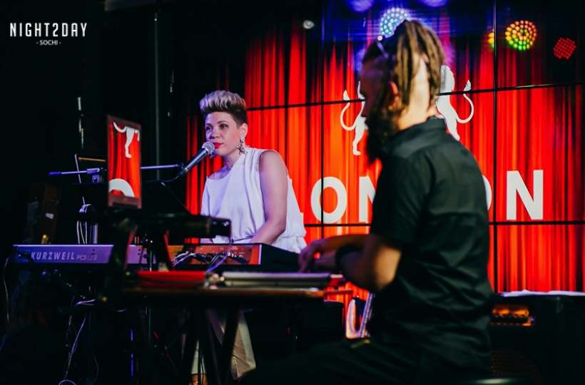 Тина Кузнецова в Bar London