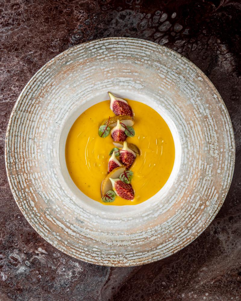 Крем-суп из тыквы с грушей и инжиром