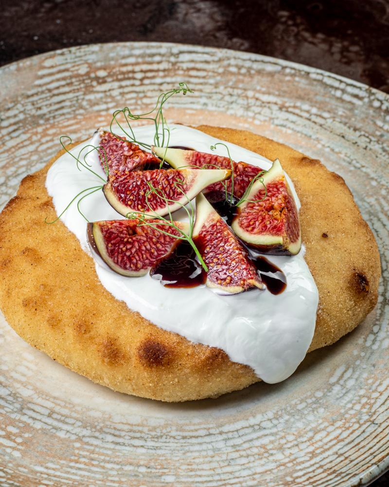 Осетинский пирог с инжирной амброзией, печёным инжиром и сметаной