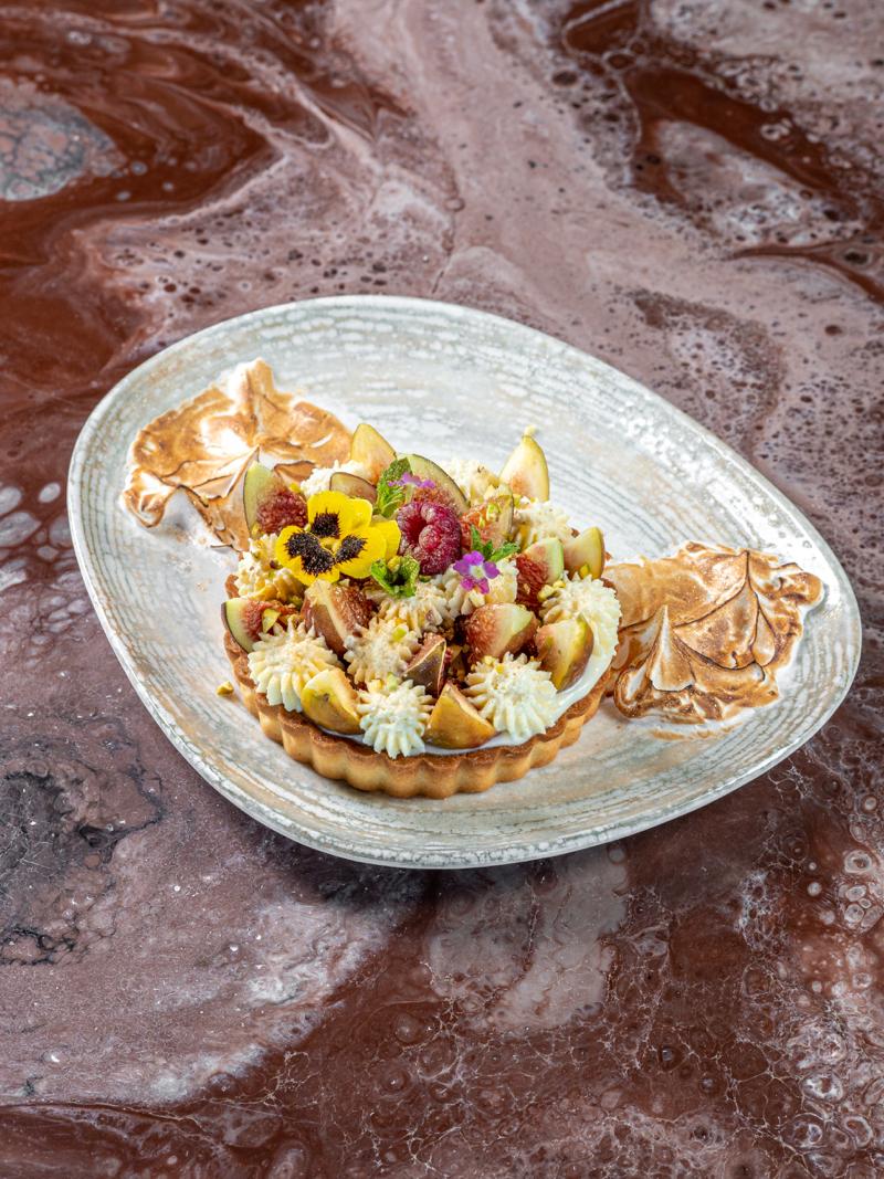 Лимонный сабле с инжирным кули, кремом маракуйя и свежим инжиром