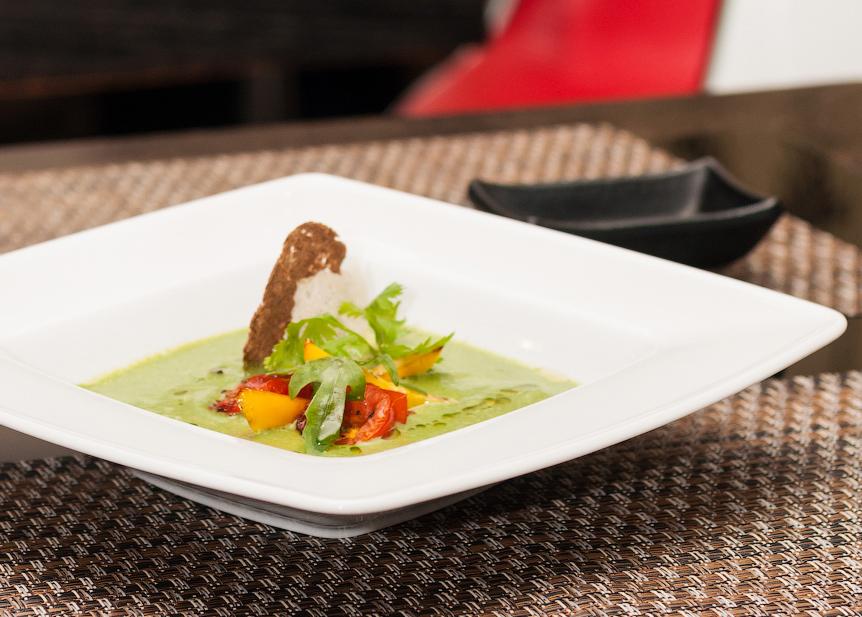 Крем-суп из шпината с обезвоженными овощами