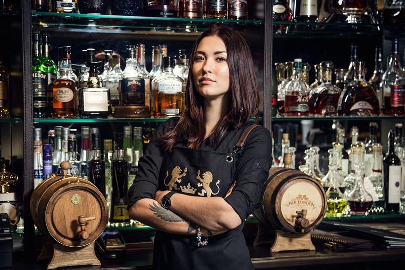 работа барменом девушка москва